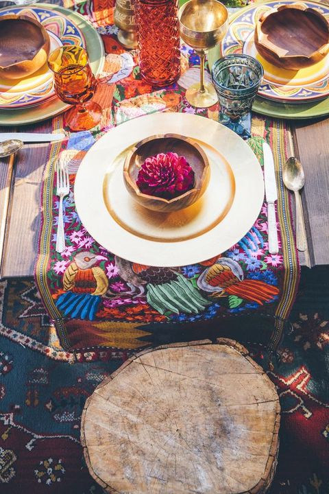 bold printed place setting runner with bold flowers and glasses