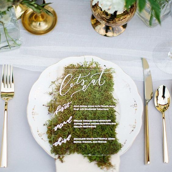 acrylic menus on moss for a cute modern yet natural look
