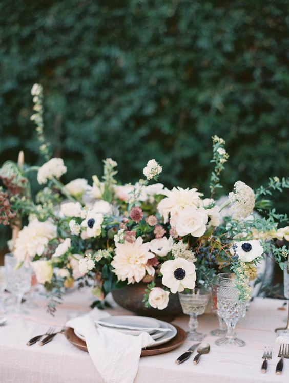 lush neutral florals are always great for garden table decor
