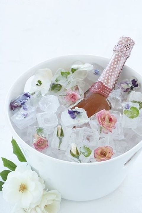 floral ice cubes will remind of the garden venue