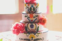 29 gorgeous embroidered wedding cake with traditional Mexican decor
