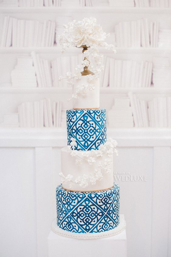 wedding cake inspired by Moroccan tiles and with white sugar flowers