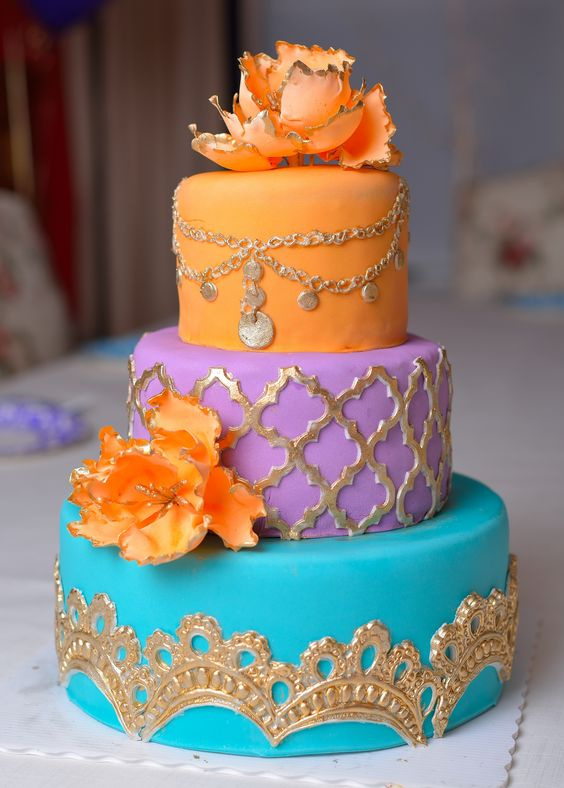 bold Moroccan weding cake with gold decor