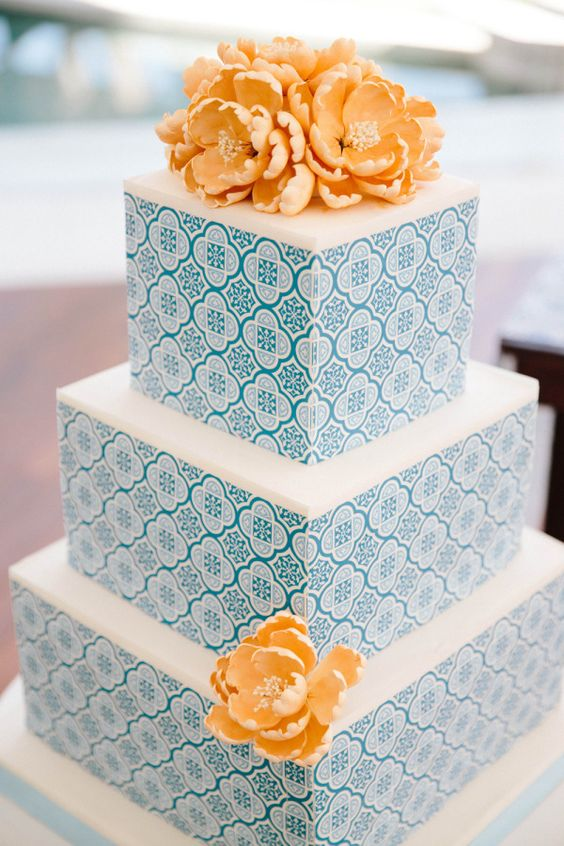 square wedding cake inspired by Moroccan prints