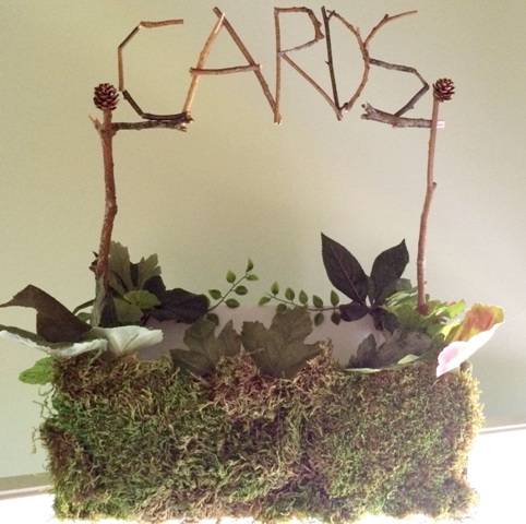 DIY forest inspired wedding card box covered with moss (via www.weddingomania.com)