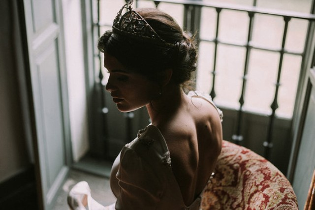 I love the cutout back and the modern look of a traditional tiara