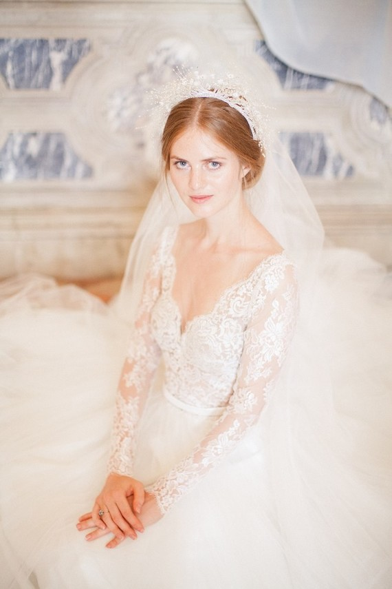 The second gown was an ivory one, with a lace bodice with sleeves and a deep V cut, and a veil highlighted the romance of her look