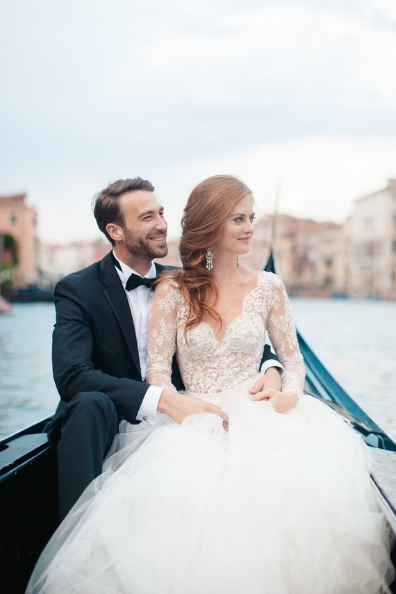 I love the elegant hairstyle of the bride and her cool earrings, they look very chic