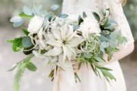 10 incorporating pale air plants into a wedding bouquet makes it look more fashionable
