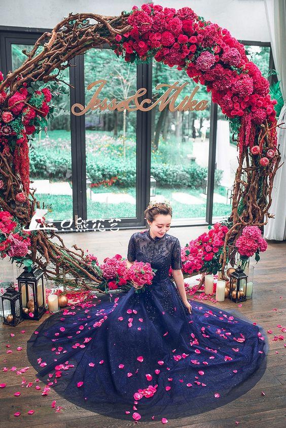 The Hottest Wedding Trend 21 Giant Wreaths Weddingomania