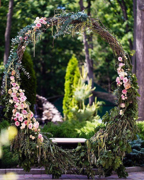 Flower Wreaths For Weddings: The Hottest Wedding Trend: 21 Giant Wreaths