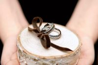 21 a birch slice for holding wedding rings
