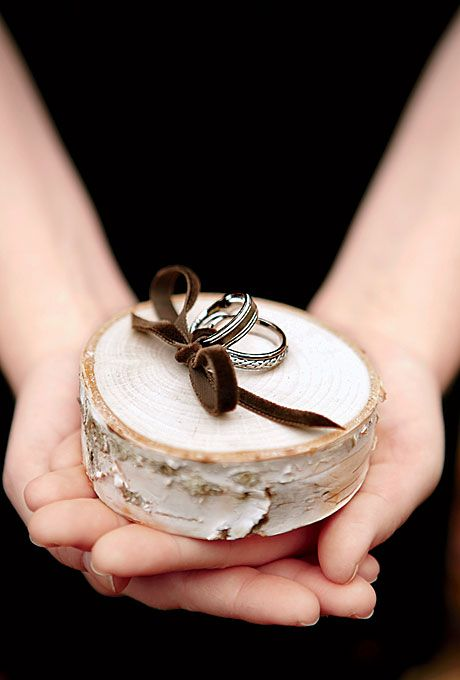 a birch slice for holding wedding rings