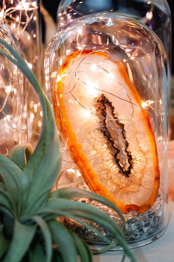 an agate slice with LEDs for a trendy centerpiece