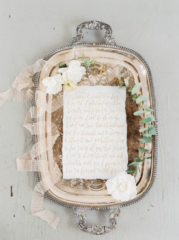 Beautiful calligraphy, neutral shades, florals and refined details  - everything was carefully thought over and chosen