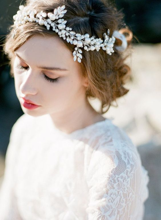chic silver and pearl bridal halo with large pearls looks chic