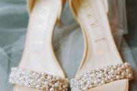 09 pearl wedding sandals on low heels look timeless and very elegant