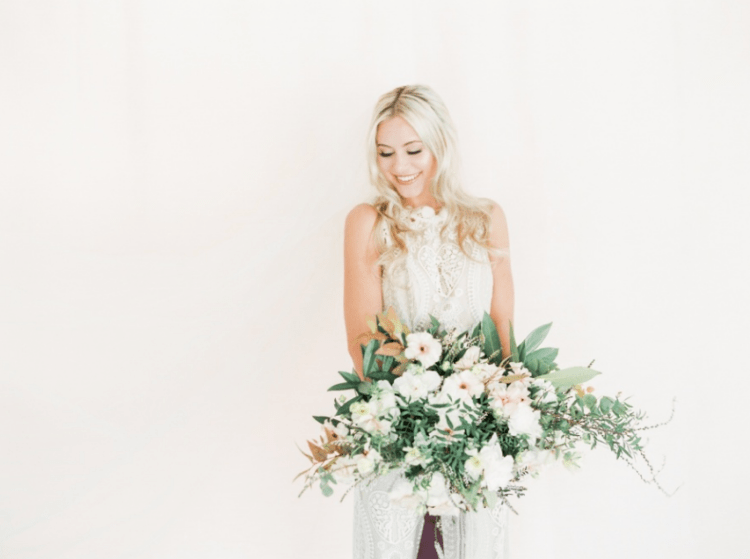 The bride can be also dressed in a more boho way or a more romantic one