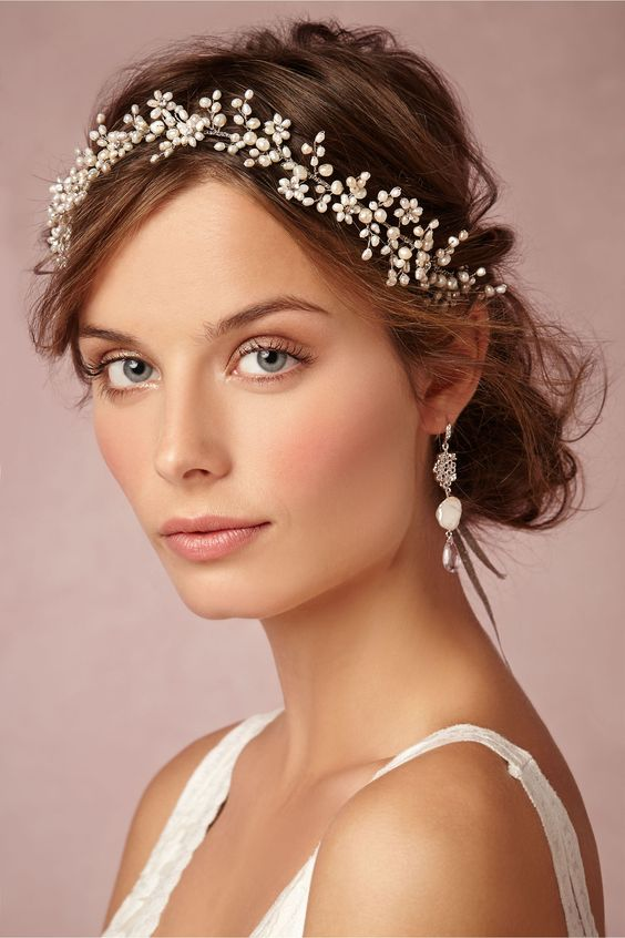 pearl bridal halo looks gorgeous and elegant