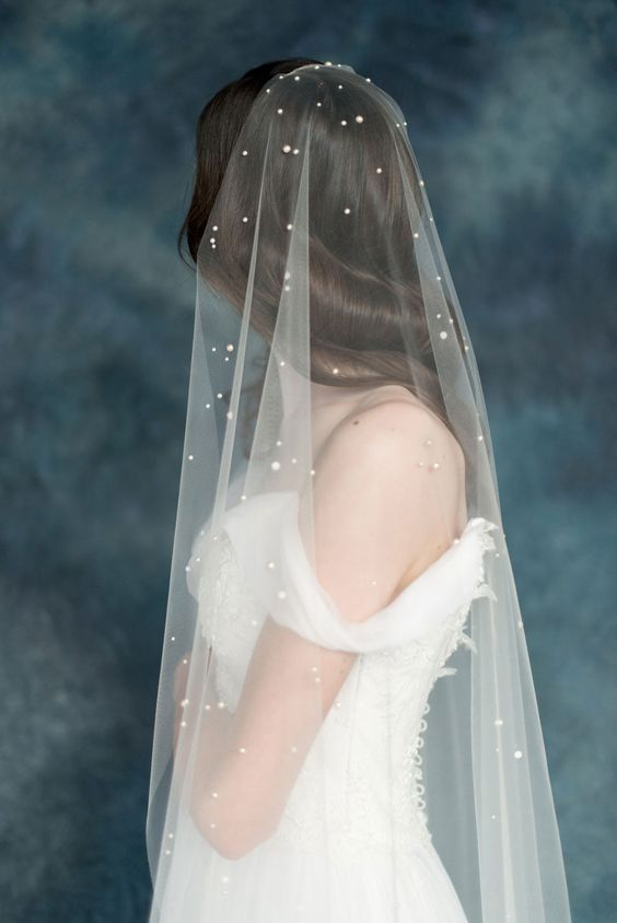 pearl-touched veil looks really heavenly and delicate