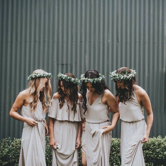 neutral maxi dresses, V-neck strap ones and an off the shoulder for the maid of honor