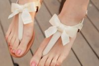 16 cute thong sandals with fabric bows can be worn with girlish outfits after the wedding