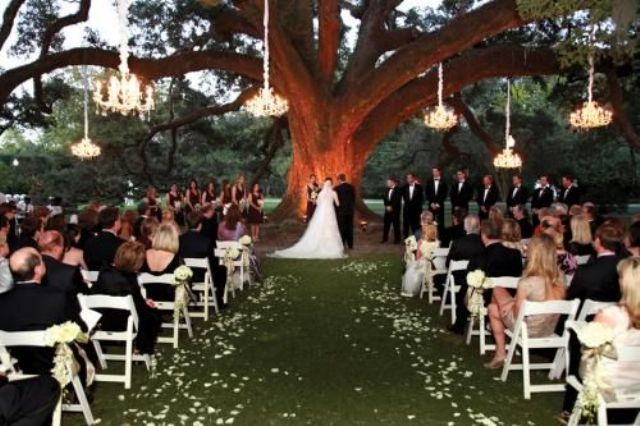 glam crystal chandeliers will be a perfect match for a formal wedding