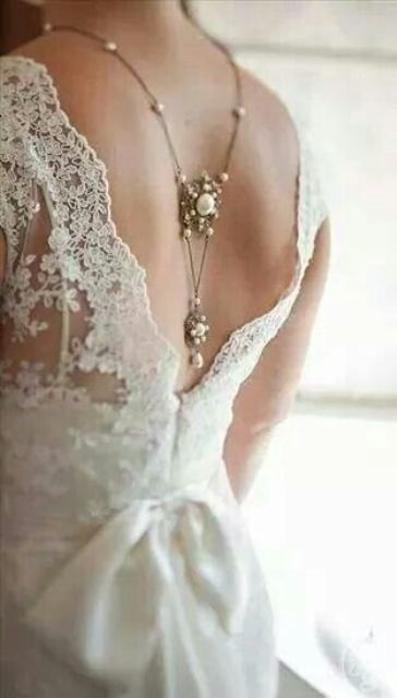 vintage statement pearl necklace and a beautiful lace dress