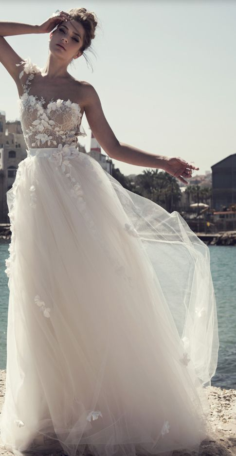 glamorous one-shoulder floral applique tulle skirt wedding dress