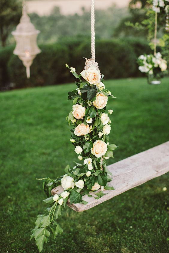 some leaves and blush roses are enough for swing decor