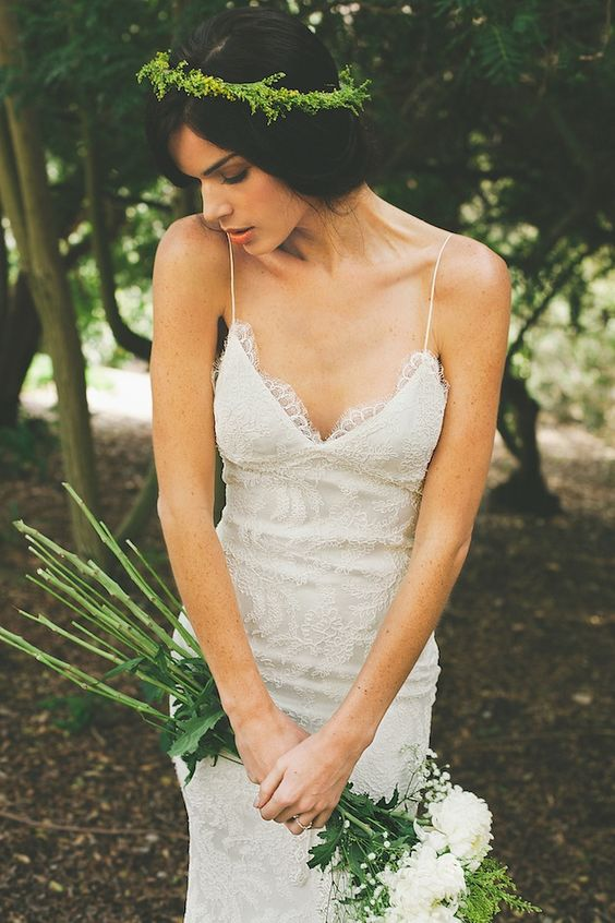 textural greenery crown for a tropical bride allows following the trend and getting a fresh look