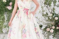 30 thick strap floral wedding dress with a train and pockets