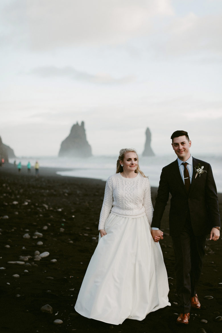 This couple escaped to Iceland with their families and got maried there to enjoy the outstanding beauty of the landscape