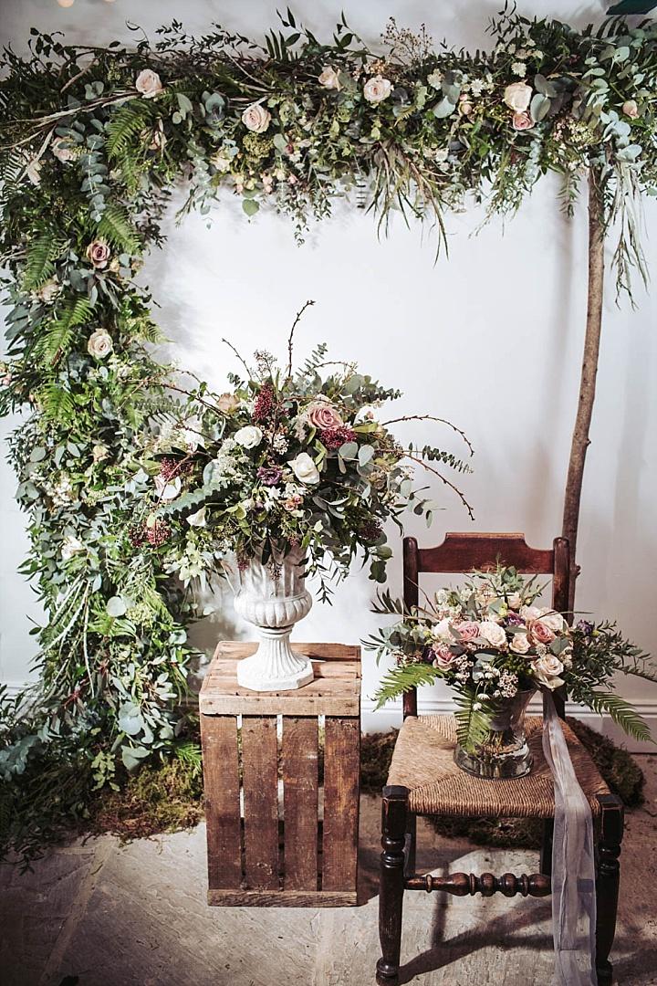 Die Hochzeit Blumen wurden strukturell mit mit viel grün, die traditionell für boho-Hochzeiten