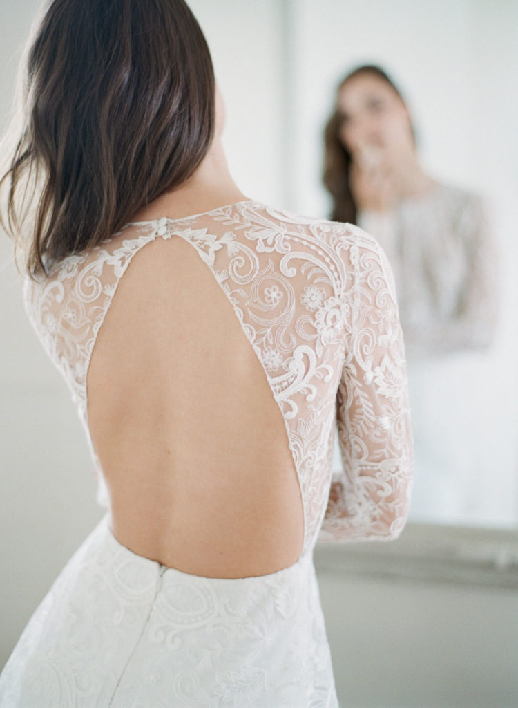 I love the back of this dress, it looks super sexy