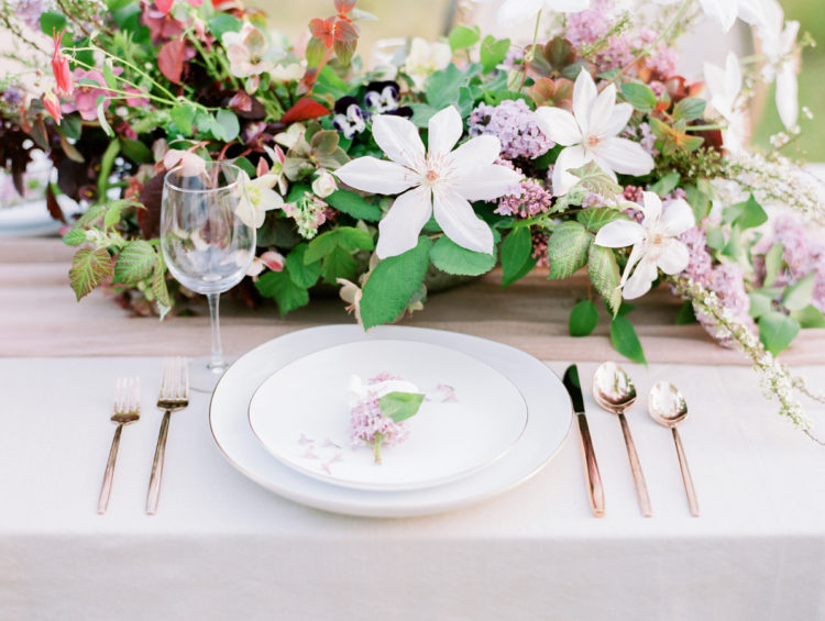 The plates are with a thin gilded edge, and a gorgeous floral centerpiece felt very spring-like