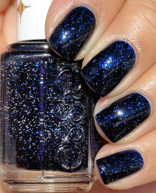 navy and blue glitter nails for the bride and bridesmaids