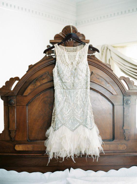30 flirty and eye catchy feather wedding dresses for Short feather wedding dress