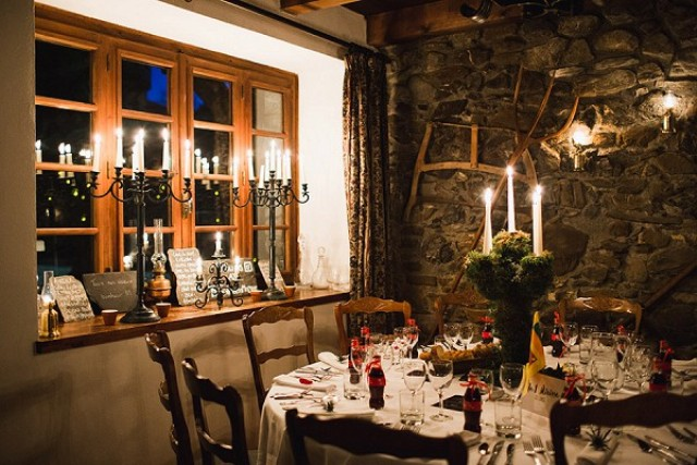 The farmhouse was totally cozy, with lots of candles, moss centerpieces and red accents