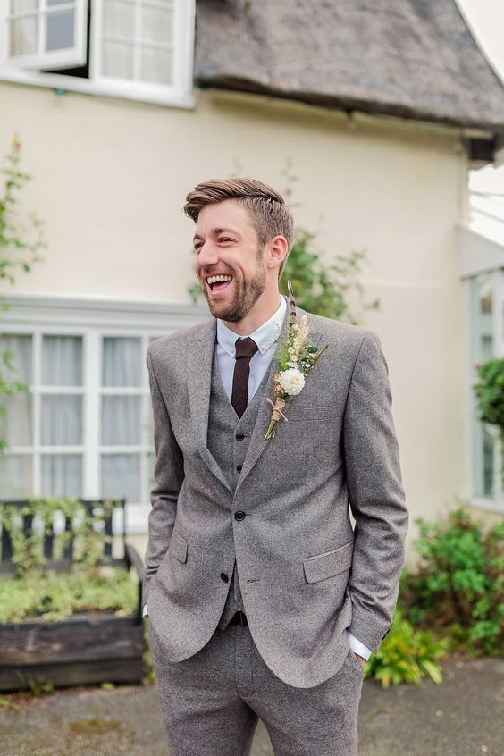 a grey tweed suit with a burgundy tie is a chic neutral idea