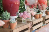 11 pallet stands for drinks, favors and just flowers is a burget-friendly idea for a rustic party