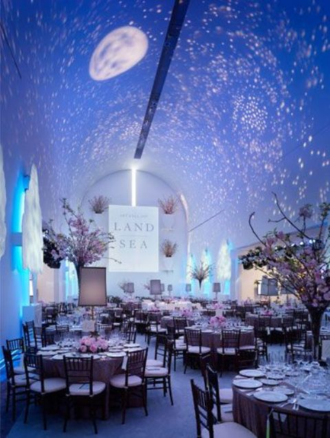 stars and a moon lights on the ceiling create a mood