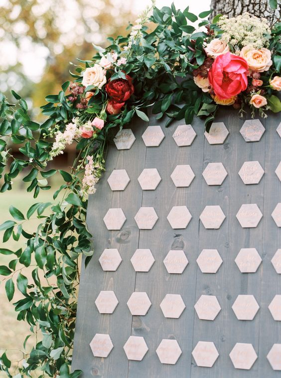 marble honeycomb and copper calligraphy seating cards look elegant