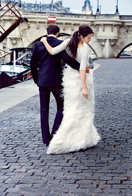 30 Flirty And Eye Catchy Feather Wedding Dresses