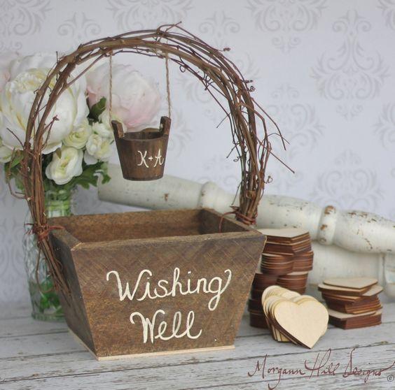 Platz ein Wunschbrunnen als eine Tätigkeit und lassen Sie Ihre Mädchen verlassen, Ihre Wünsche für Euch zwei