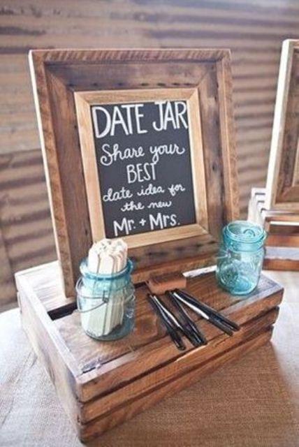 eine große Aktivität für eine bridal shower ist ein Datum, Glas, Ihre Mädels schreiben Ihre Ideen für ein perfektes date für Sie zwei