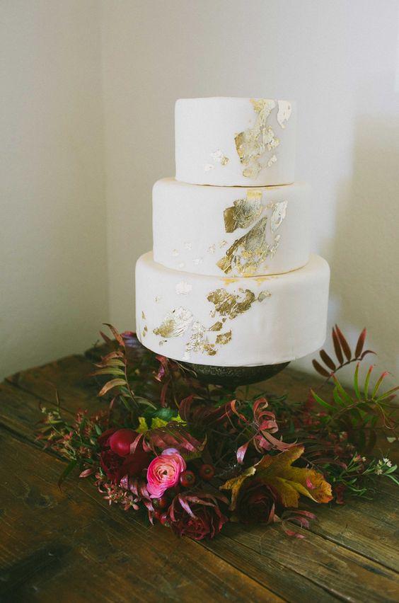 gold leaf white wedding cake looks simple, modern and stylish