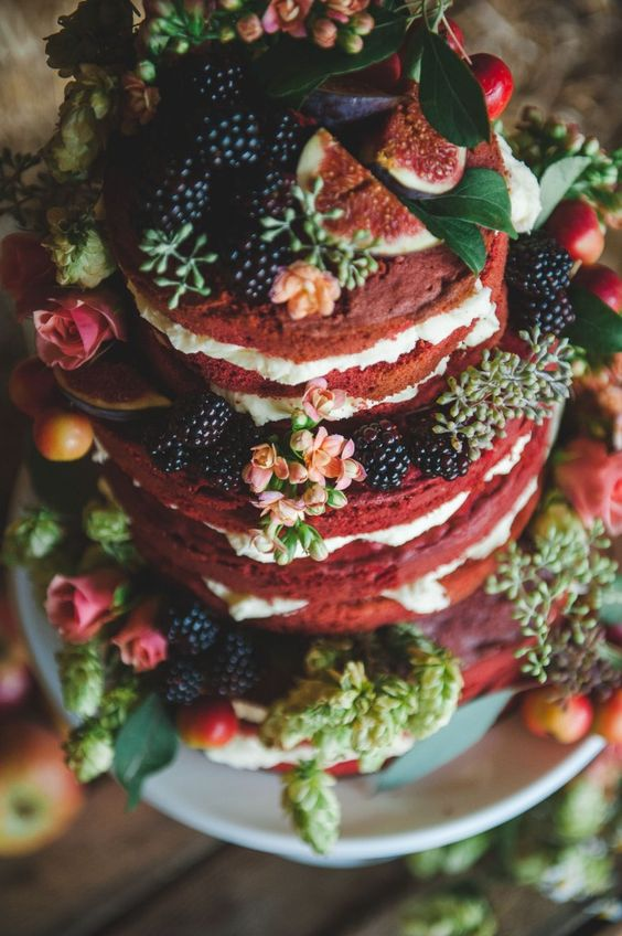 naked wedding cake with figs, blackberries and blooms