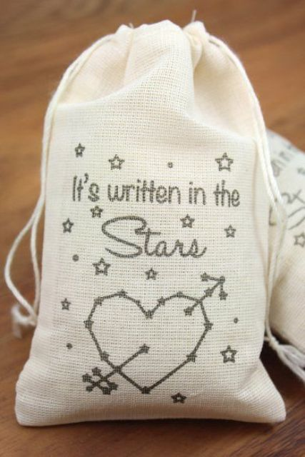 starry fabric bags for packing guests' favors