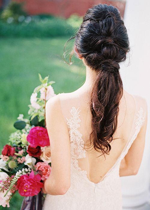 wedding ponytail with wavy tips and no accessories